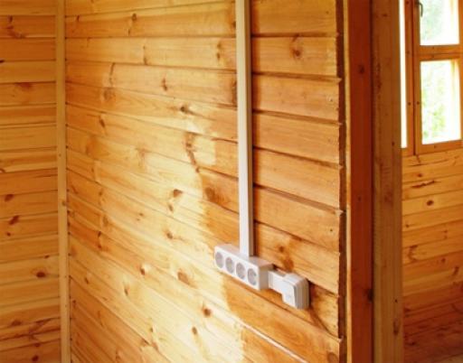 электромонтажные работы в деревянном доме.
