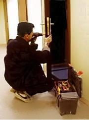 Услуги по Замена замка металлической,  китайской двери  в Омске